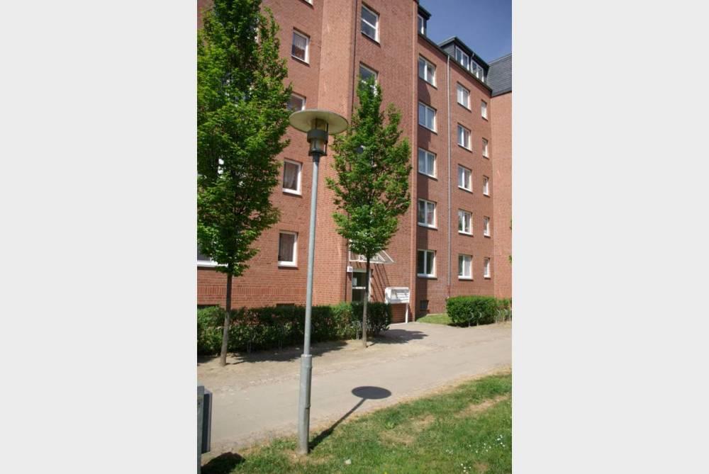 Wohnung mit Parkett, Balkon und grünem Innenhof