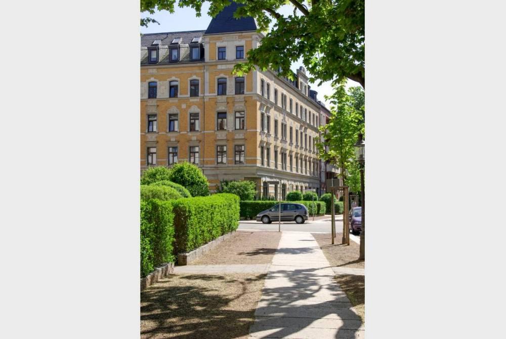 Großzügige Wohnung mit Parkett und Tageslichtbad mit Wanne