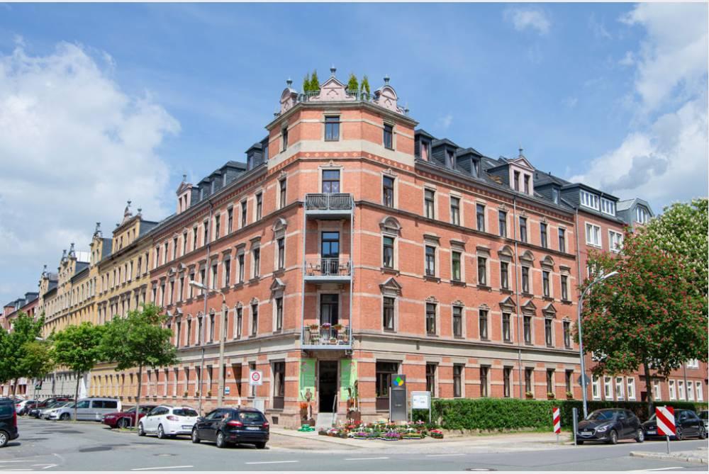Komfortable Dachgeschosswohnung über zwei Etagen mit Balkon und Parkett