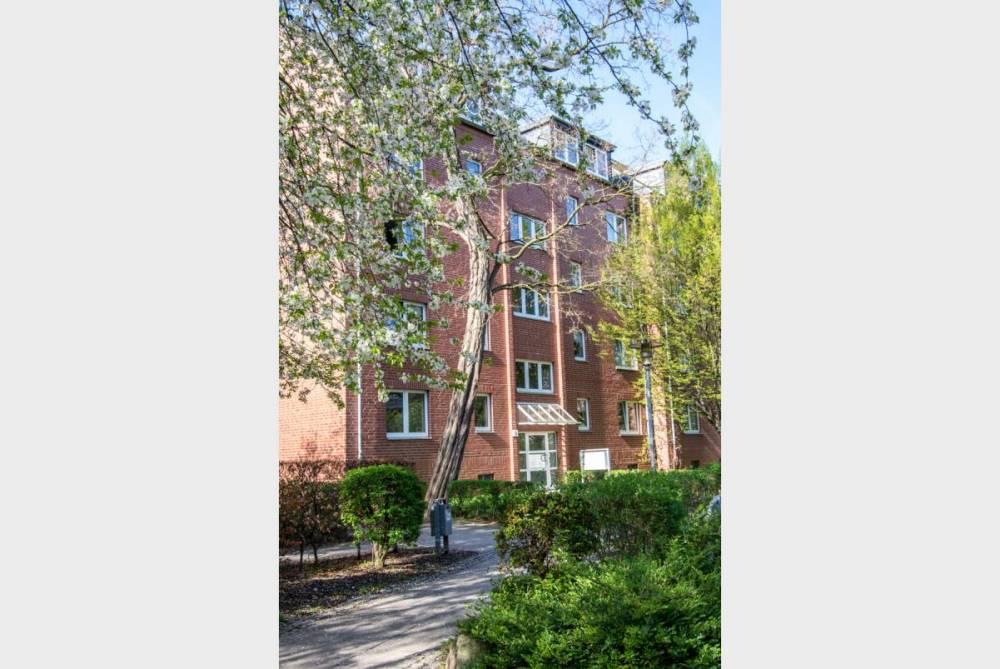 Wohnung mit Balkon und Parkett - Bad mit Wanne